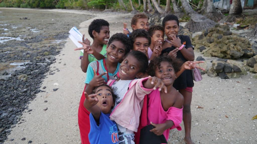 13. 村の子供達Village Children in Fiji